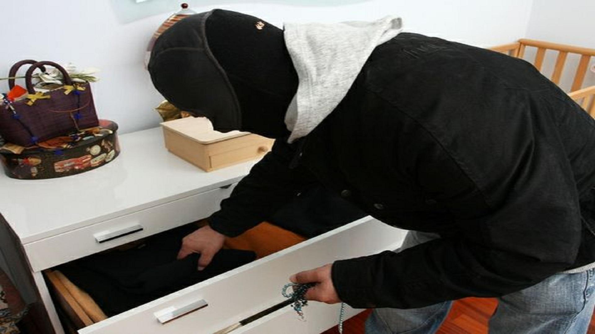 Allarme furti in appartamento: ecco come proteggersi